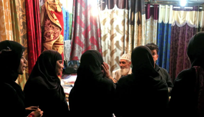 Poll: Indian Muslim women want end to verbal divorce